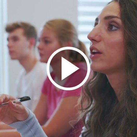 Vídeo: Por que instituições em todo o mundo aceitam os exames Cambridge?